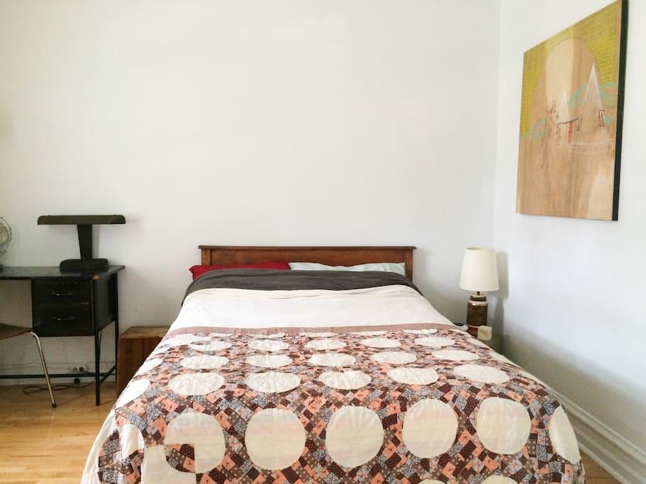 La nouvelle chambre à louer :) Nous venons tout juste de déménager donc elle sera surement encore mieux lors de votre arrivée !