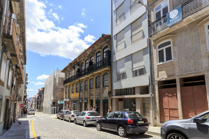 FH2 - Studio in Downtown Porto