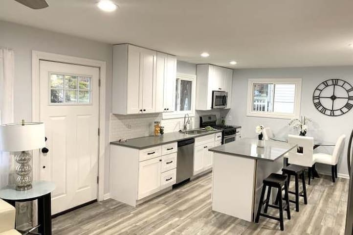 Remodeled home near downtown Geneva and St Charles