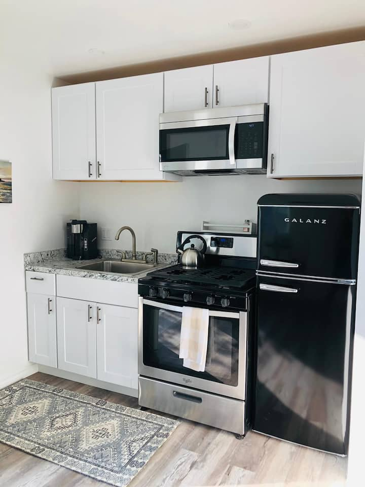 Newly Renovated Studio Near UCSB and BEACH