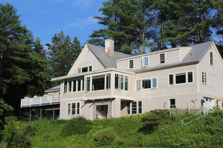 Large hanover home on the Connecticut River