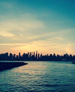 Luxury apt on the Hudson River - Edgewater