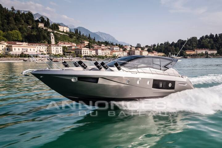 Yacht de 15 mètres tout  neuf