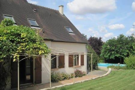 Au Chat Perché, chambres d'hôtes, jardin, piscine - Mareil-sur-Mauldre - 住宿加早餐