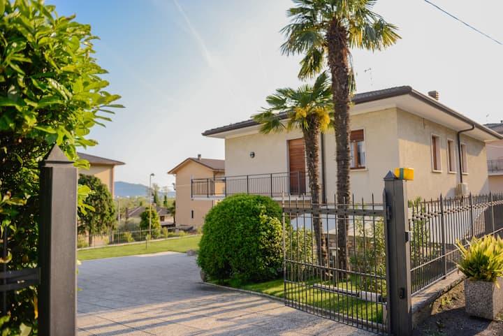 Villa Viola-Comoda villetta a Caprino Veronese