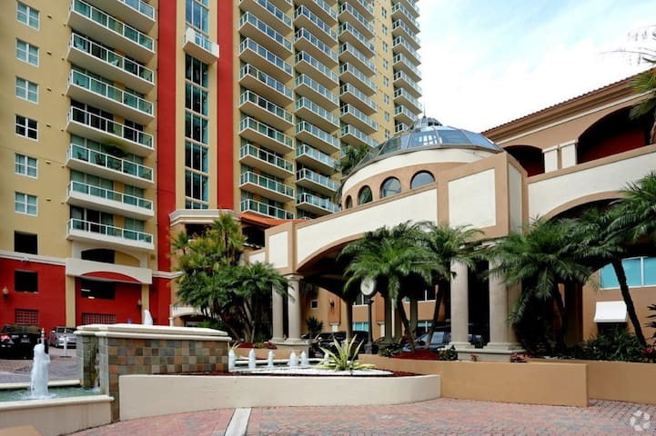 Modern Condo 2BD / 5-minute Walk to Beach