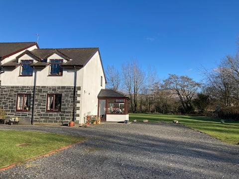 Baron Hill Cottage with views of Snowdonia
