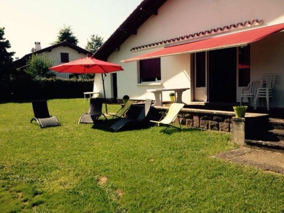 Maison grand jardin au calme houses for rent in ustaritz for Au jardin guest house riebeeckstad