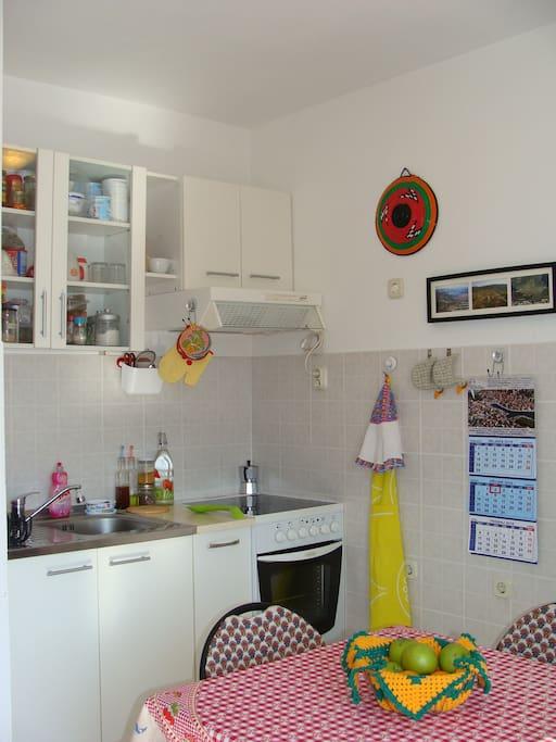 Glimpse of the kitchenette