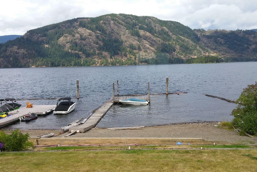 Private Beach/Lake/Dock on Lake Cowichan