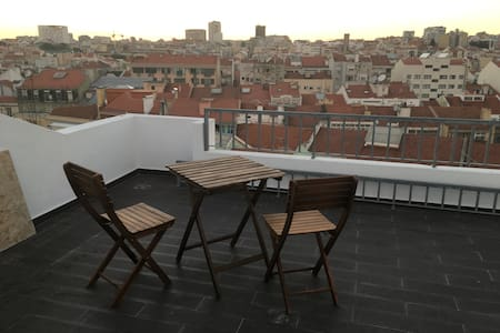 Attic cosy and with roof terrace bedroom - Lisboa - Appartement