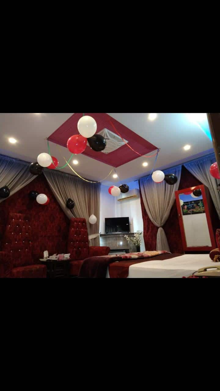 2 minutes from the Airport DHA Royal Suites Hotel
