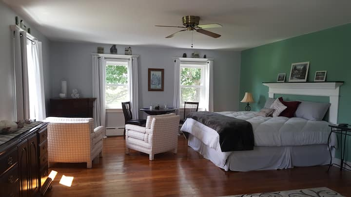Serene Colonial, Barrington Suite