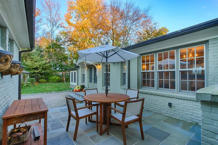 Renovated French Cottage 4BR/4BA