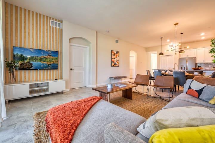 Luxury Brand New 2 bedroom Condo near Disney