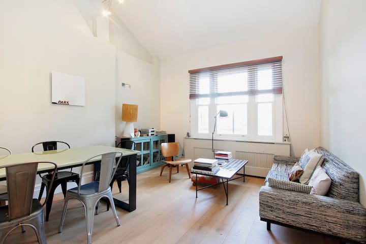 Charming bright  two-bedroom flat in Maida Vale
