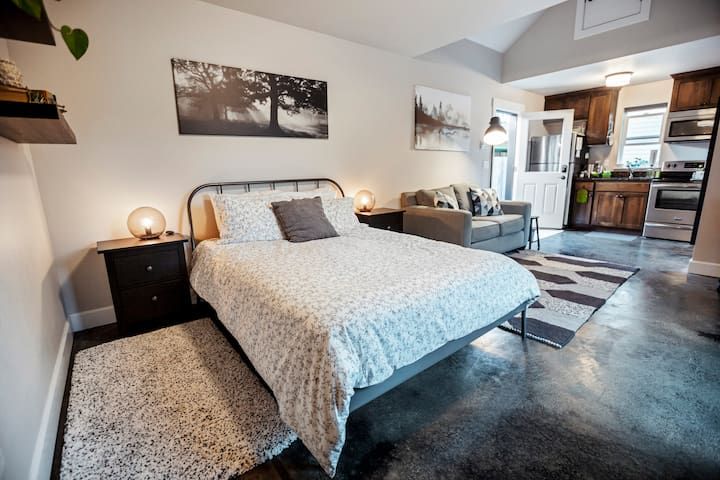Private Studio Guesthouse in Southeast Portland