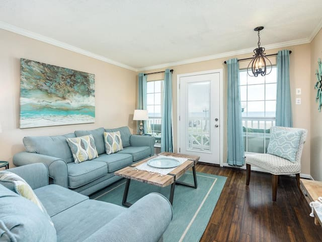 Recently Remodeled 3/1.5 Beachfront Family Condo
