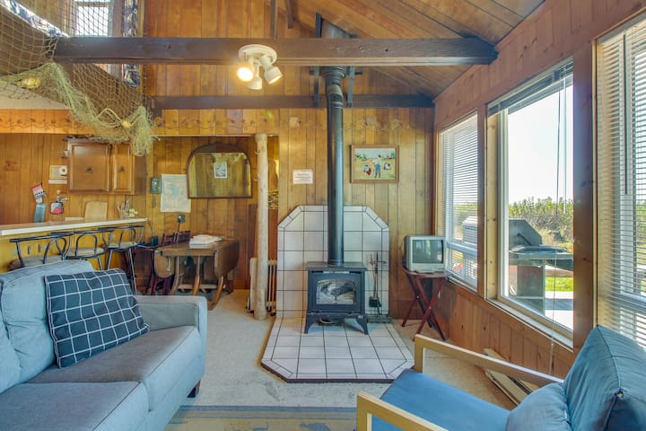 Cozy and oceanfront dog-friendly cabin on the beach with views!