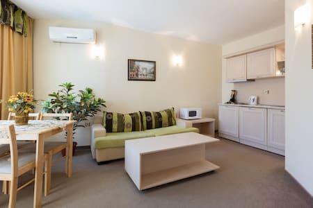 ❤ 1 bedroom apartment w kitchen & pool view ❤C404❤ - Sunny Beach - Lägenhet