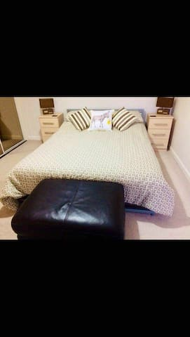 Room with private bathroom with breakfast near RGU