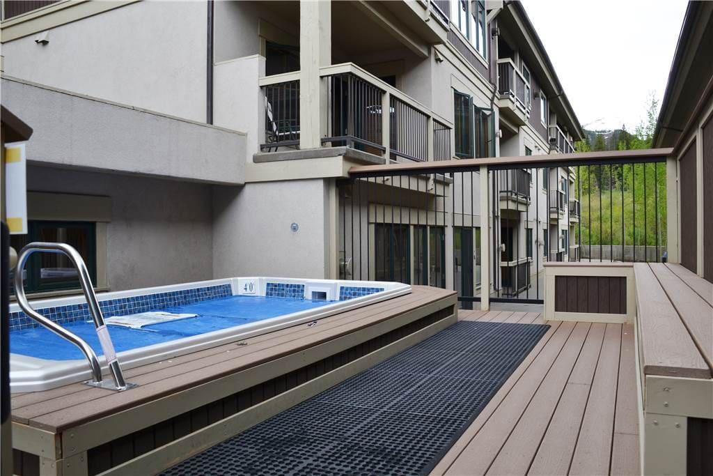 Building,Villa,Pool,Water,Balcony