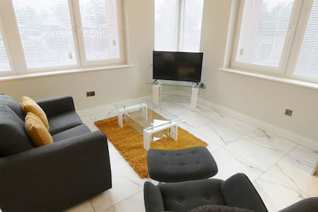 Spacious Modern Studio Apartment on Preston Docks