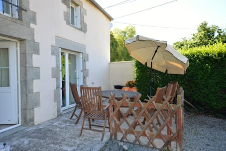 Spacious Cottage Close to the Chateau de Josselin - Saint-Malo-des-Trois-Fontaines