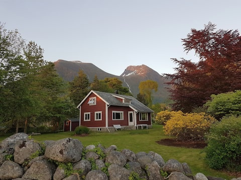 Charming cabin in Rosendal's majestic surroundings
