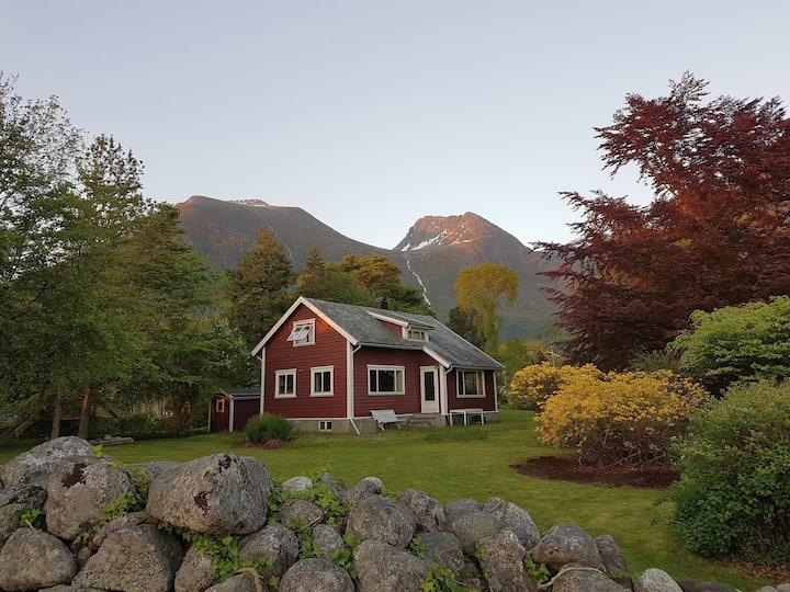 Charming cabin in Rosendal's majestic surroundings