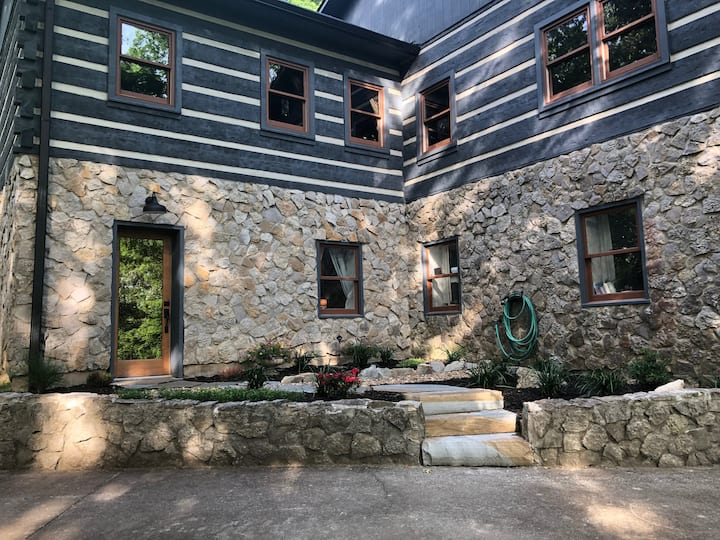 Nashville Wooded Retreat - minutes from downtown