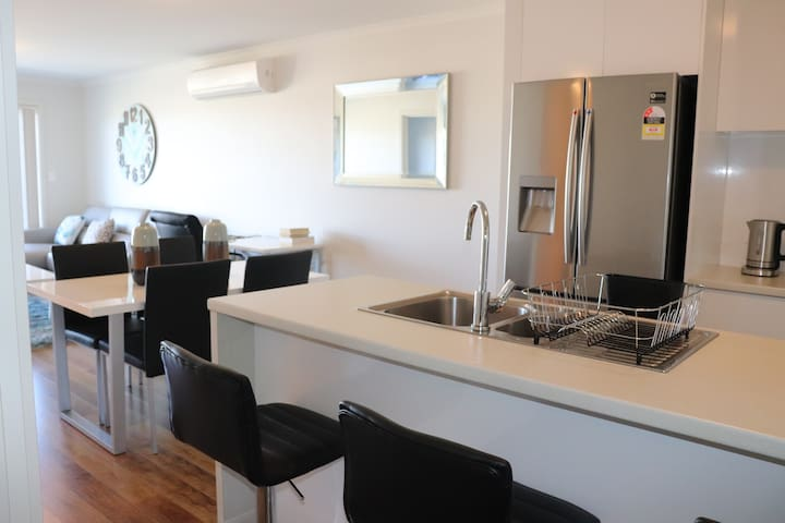 Beautiful 2 bed apartment in Mawson Lakes!!