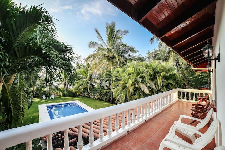Casa Dorado, Amazing Beach Front Paradise w/Pool