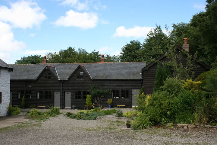 5 in1 - Powys - House