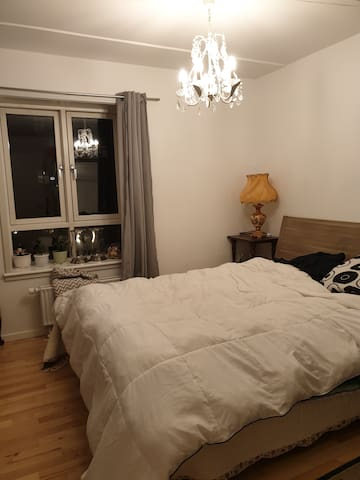 Cosy room, only 6 stops from city center (13 min)