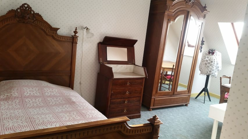 chambre tres spacieuse Eugenie - Josselin - House