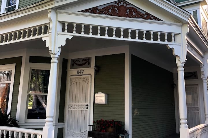 1897 Queen Anne Victorian, Pomona (the jazz room)