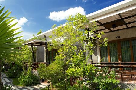 Complex with pool, nr town. Villa C - Ko Pha-ngan