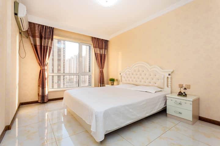 山海广场豪华精致两室一厅,双空调,免费私家车位,采光良好,卫生干净,舒适,温馨,周边配套设施齐全……