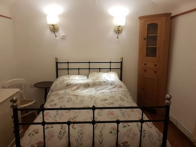 Charming Double Room, Parsonage Farm, Croscombe