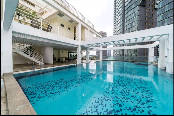 Parkview_KLCC_Studio_best location_roof-top-pool#2