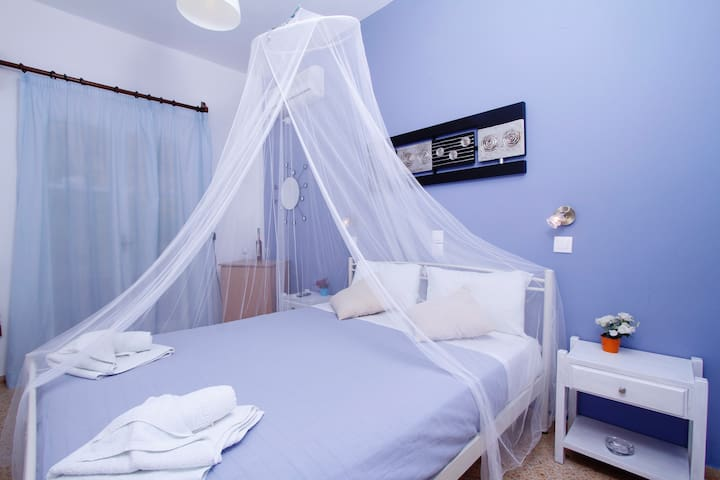 Cozy Double Room - Private Balcony - Kamari - Bed & Breakfast