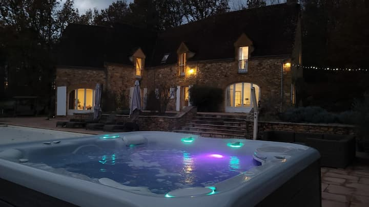 Luxury secluded Chateau with beautiful hot tub and fireplace