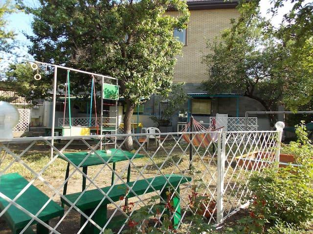 Уютный дом, детская площадка,мангал - Krym,Феодосия