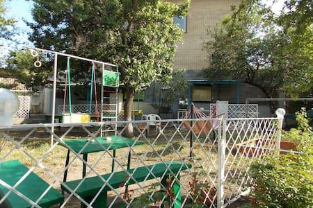Уютный дом, детская площадка,мангал - Krym,Феодосия - House - 0