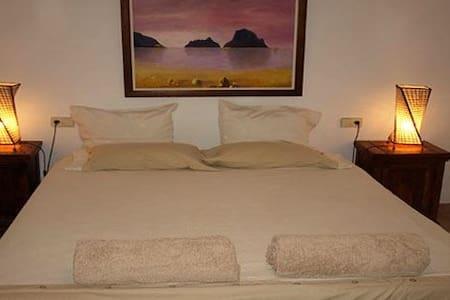 Fenomenal habitación típica en casa IBIZENCA - Santa Gertrudis de Fruitera