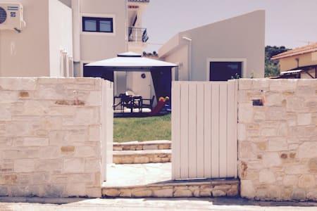 Lovely beach house.. - Kritharia