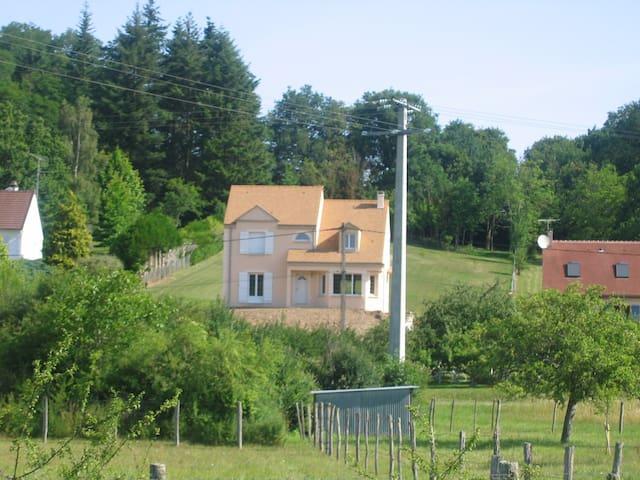 Chambre proche de Fontainebleau - Lorrez-le-Bocage-Préaux - Дом