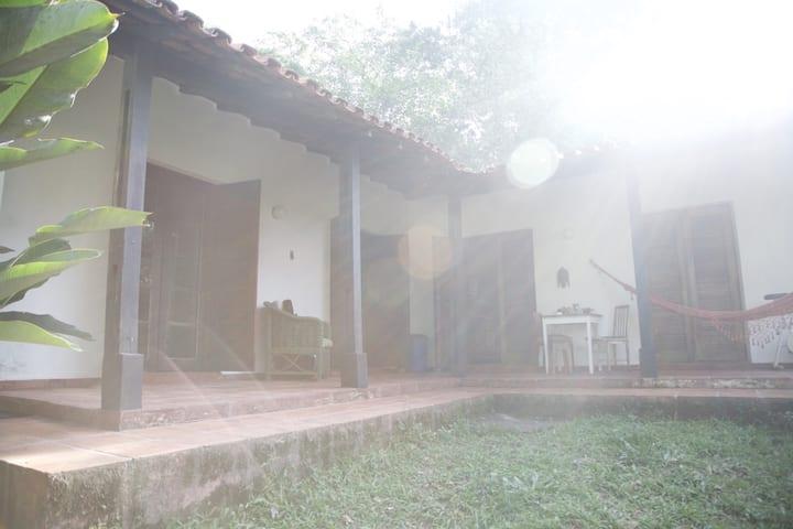 Charmosa casa - Embu das artes  - ar puro e verde!