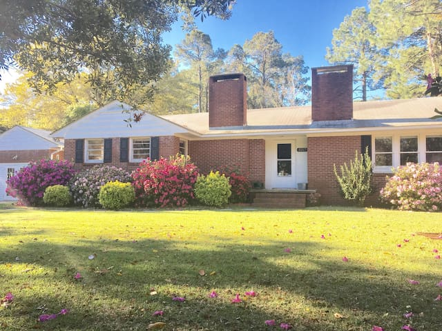 Quiet and safe neighborhood, close to Beaufort, Atlantic Beach and downtown Morehead City.
